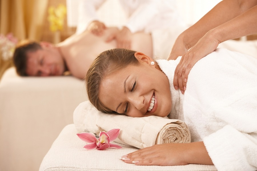 New York Valentine's Day gifts she actually wants, couple getaway package, Facials, Body Scrub, Gift Card