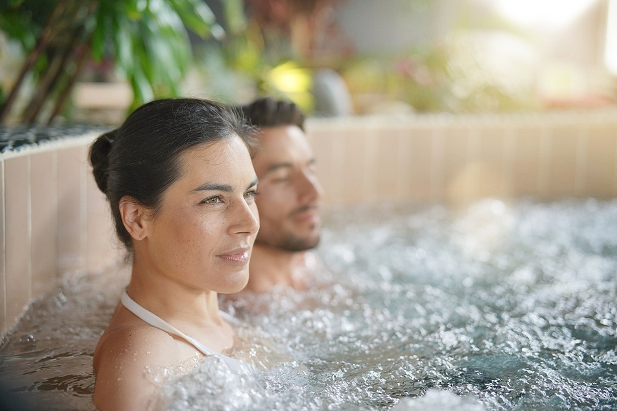 Couple relaxing in spa resort hot spa - Best cities for New Year's Eve celebration with family 2021 last minute gifts unique gifts card for couples, Spa massage in New York City, Manhattan