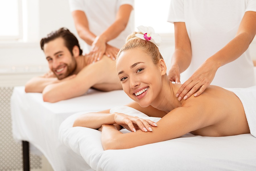 2021 Where should I go for New Years vacation? and relaxing place in New York NYC, Spa & Massage - Couple Receiving Back Massage Together At Spa Salon, Smiling To Camera. Wellness, Beauty Treatment, Massage Therapy . Masseurs Massaging Spouses For Relaxation. Selective Focus